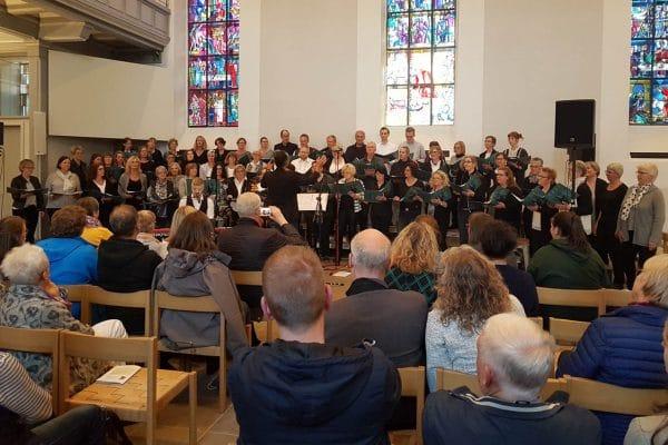 """Workshop und Konzert des """"Gospelprojektchors An der Agger"""" mit Eddi Hüneke"""